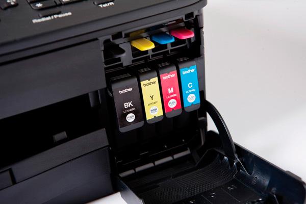 Принтер печатает красным? Проверьте наличие цветных чернил в каждом картридже