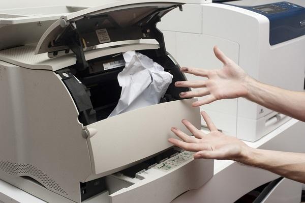 Замятие бумаги – самая распространенная неисправность принтеров